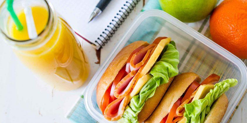 03 healthy lunch break packed lunch e1480510841685 - Veja como a felicidade é afetada pela alimentação